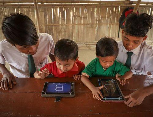 Супруги открыли в Индии школу для детей бедняков. Плата за обучение — мусор.